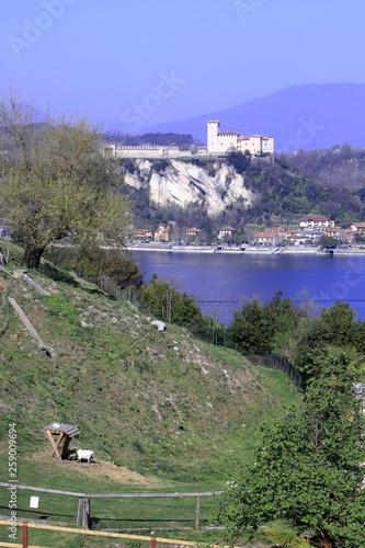 Vászonkép  Parco Rocca Borromea ad Arona  In italia