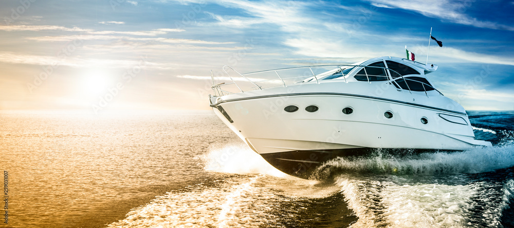 Fototapety, obrazy: Luxurious motor boat sailing the sea at dawn