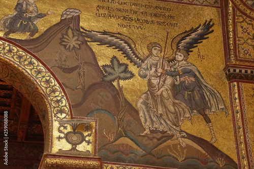 Fotografija Inlaid  mosaics and carvings on  columns of Cathredral Monreale
