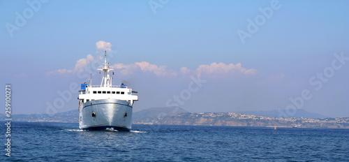 Fotografia Italian ferry off the coast of Naples.