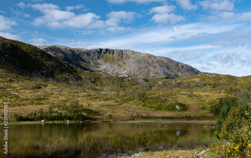 naturaleza, cielo, montaña, campo, nubes, sol, día, Noruega, fiordo, artico,  agua, medio ambiente, ecología, excursión, trekking, paseo,  andar, vida sana #259102065