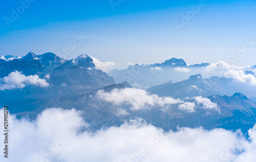 Photo  Silhouettes of the mountain in clouds Dolomites Alps Italy
