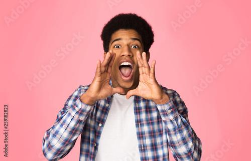 Attention. Guy shouting, holding hands near mouth Tapéta, Fotótapéta