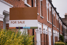 Estate Agent 'For Sale' Sign B...