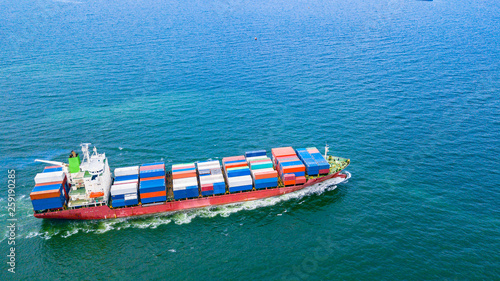 Cargo ships with full container receipts to import and