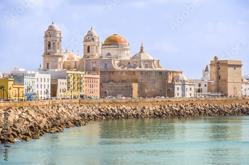 Vista panorámica de la Catedral de Cádiz. Andalucía, España
