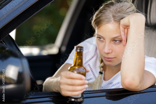 drunk woman driving and holding beer bottle inside a car Canvas-taulu