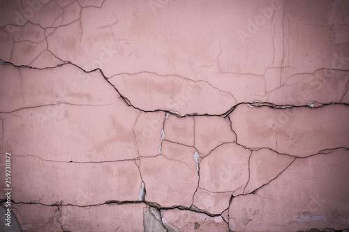 malowane-wyblakly-pekniety-teksturowane-rozowe-sciany-z-winiety-tlo-na-zewnatrz