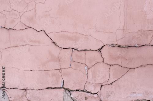 malowane-wyblakly-pekniety-teksturowane-rozowe-sciany-tlo-na-zewnatrz
