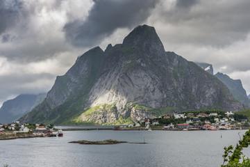 Krajobraz wsi Reine, wyspy Lofoty, Norwegia