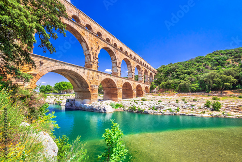 Photo sur Aluminium Pistache Pont du Gard, Provence in France