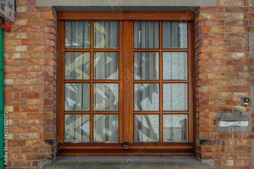 Obraz Brown wooden window on brick wall - fototapety do salonu