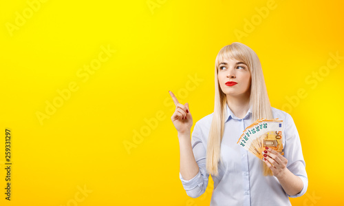 Fotografia  Female hands with euro banknotes
