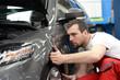 canvas print picture - Automechaniker in einer Werkstatt // Car mechanic in a workshop
