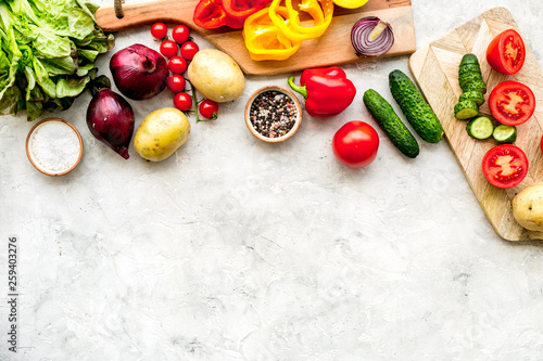 Fotografía  Fresh organic vegetables for healthy food cooking on light stone background top