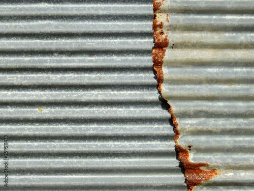 Foto  Old damage rusty zinc plat wall