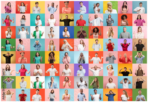 Foto The collage of faces of surprised people on colored backgrounds