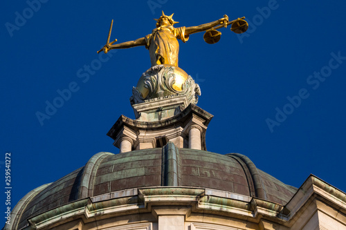 Photo Lady Justice Statue at the Old Bailey