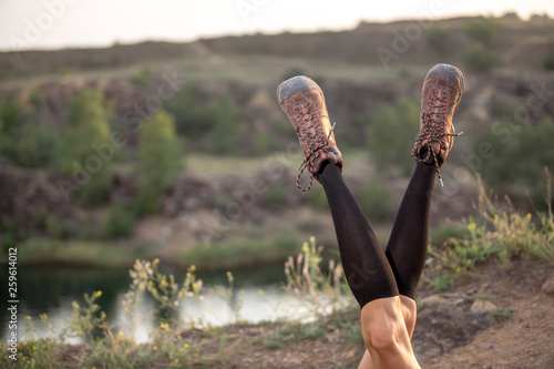Montage in der Fensternische Grau woman hiker at mountain peak having fun relaxing