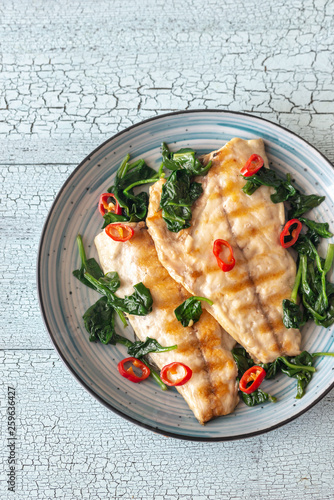 Grilled sea bream fish fillet with spinach Fototapet
