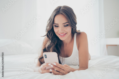 Foto auf Leinwand Akt Close-up portrait of her she nice sweet winsome attractive charming cute lovely adorable stunning cheerful wavy-haired lady lying on bed chatting boyfriend husband in light white interior room indoors