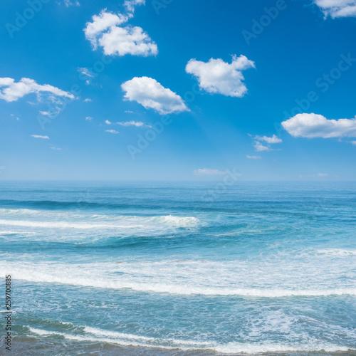 Stampa su Tela Blue ocean waves. Breaking waves at sunny day. Tropical resort