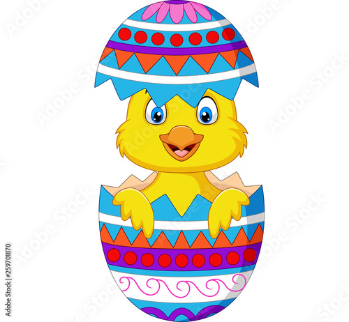 Cartoon chick comes out from an Easter egg Fototapet