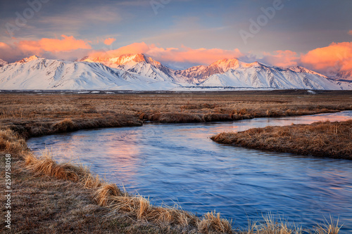 Foto auf AluDibond Cappuccino Owens River sunrise in the Eastern Sierra's, California, USA.