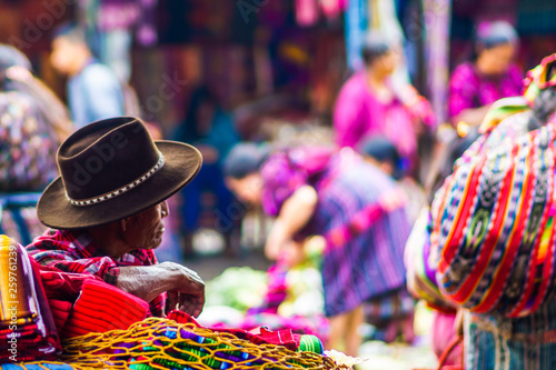 Canvastavla  Old maya man on market in Chichicastenango
