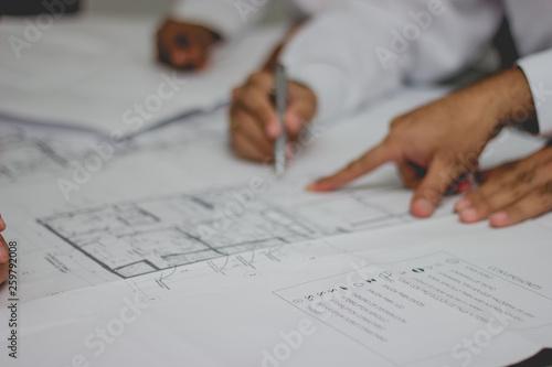 Fényképezés  Manos planos arquitectura ingeniería escritorio