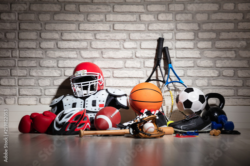 Fotografia Sports Equipment On Floor
