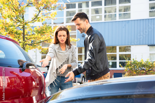 Fototapeta Man And Woman Arguing With Each Other After Car Accident obraz