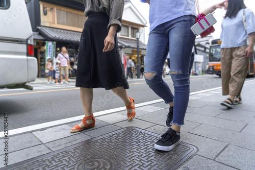 Fotografía  観光地 街を歩いている