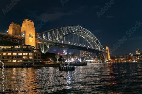 Poster Marron chocolat Vue de la ville de Sydney de nuit