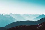 Fototapeta Do pokoju - Berglandschaft im frühmorgenlichen Nebel
