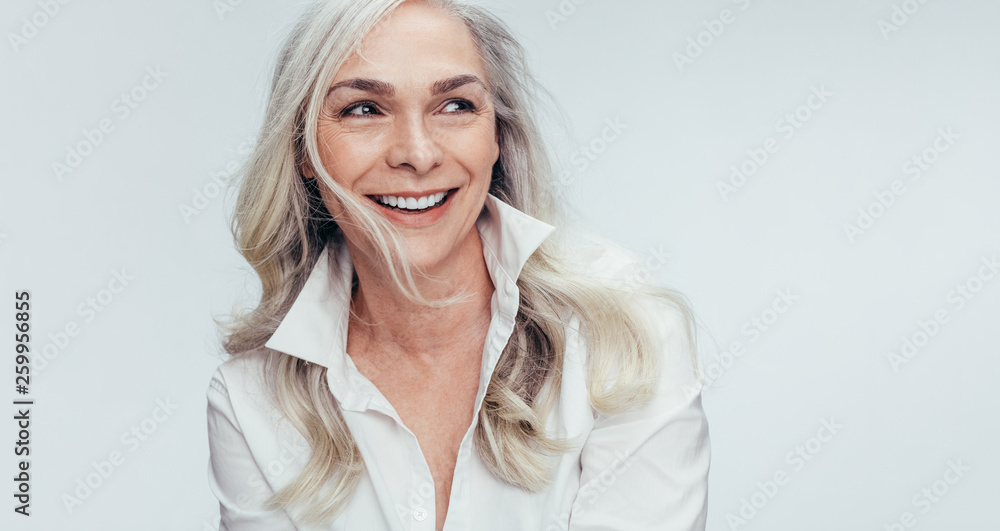 Fototapety, obrazy: Mature woman with beautiful smile