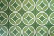 canvas print picture - Gruenes Dekor auf Fließen mit Kreisen und Quadraten