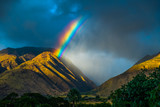 Fototapeta Tęcza - Bright rainbow over the mountains. Maui, Hawaii