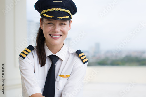 Portrait of a pretty female pilot smiling. Tapéta, Fotótapéta
