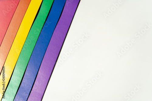 Fotografía  Multi-colored  lgbt flag on the left on a white background showing love without boundaries and rules