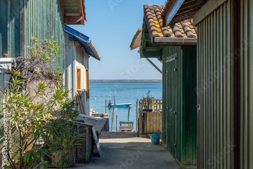 Photo BASSIN D'ARCACHON (France), cabanes ostréicoles face à l'île aux oiseaux