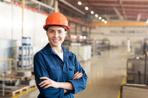 Fotobehang Hoogte schaal Engineer in factory