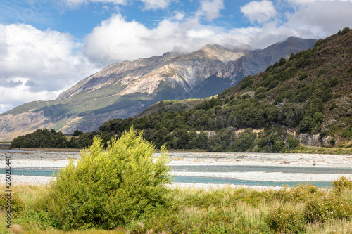 Photo riverbed landscape scenery Arthur's pass in south New Zealand