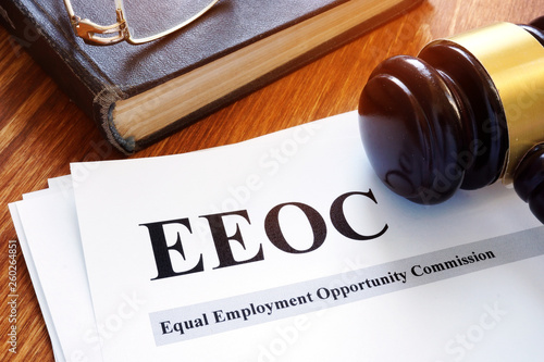 Fotografie, Obraz EEOC equal employment opportunity commission report and gavel.