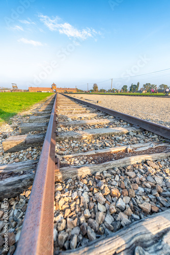 Foto  AUSCHWITZ, POLAND - SEPTEMBER 30, 2017: Auschwitz concentration camp and famous
