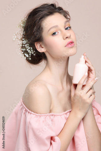 Beautiful  girl, isolated on a powdery  background, emotions, cosmetics Canvas-taulu
