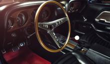 Oldtimer - Auto Innenausstattung  Mit Holzlenkrad (Classic Car / Interior) - Ford Mustang