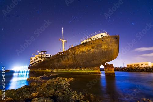 Barco varado y abandonado en el mar de Lanzarote, el Telamon Wallpaper Mural