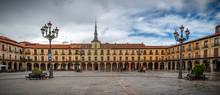 Ayuntamiento En La Plaza Mayor De León, España.