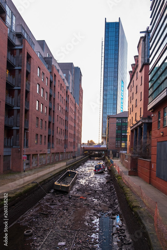 Fotografia View of the Rochdale canal in Manchester, England seen here emptied of water